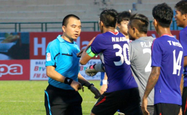 Trọng tài FIFA bị treo còi, Khánh Hòa không được đá lại  1