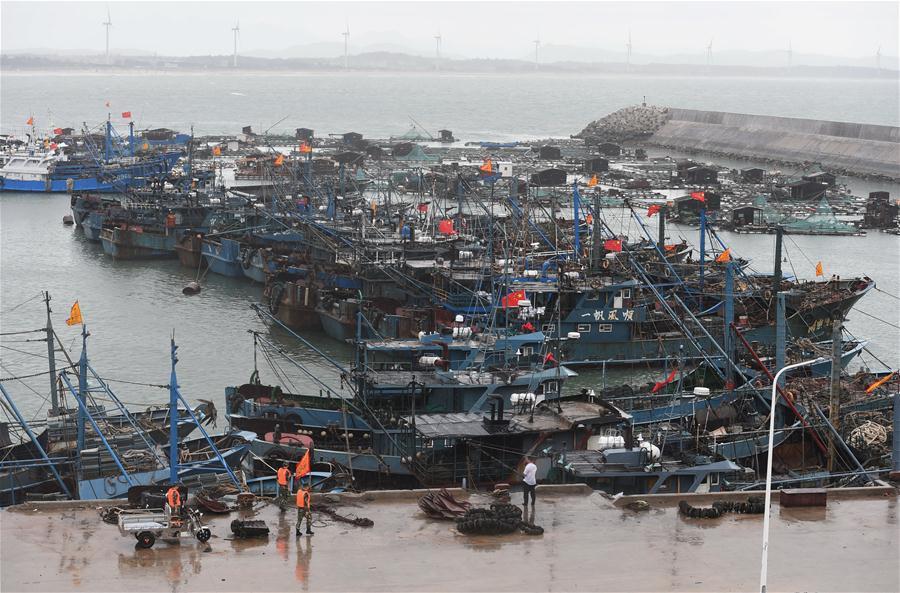 Bão Nida tràn vào Trung Quốc, 3 người chết, hàng trăm chuyến tàu xe bị hủy 1