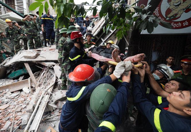 Hiện trường vụ sập nhà 4 tầng ở Hà Nội, nhiều người bị vùi lấp 5