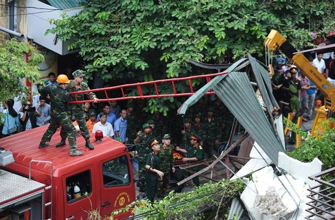Hiện trường vụ sập nhà 4 tầng ở Hà Nội, nhiều người bị vùi lấp 6