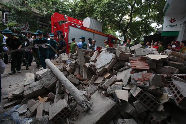 Hiện trường vụ sập nhà 4 tầng ở Hà Nội, nhiều người bị vùi lấp 2