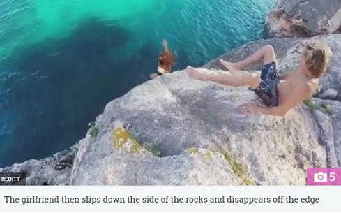 Video: Chàng trai hất chân, cô gái ngã xuống biển gây tranh cãi 2