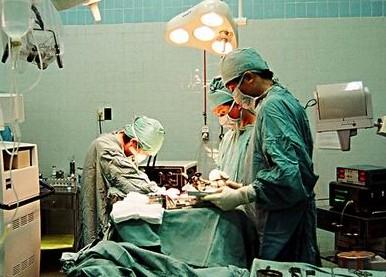 Bác sĩ Bệnh viện Từ Dũ để quên gạc trong bụng sản phụ 1