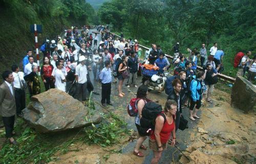 Lũ lớn ở Lào Cai: Hàng trăm du khách mắc kẹt ở Sa Pa 1