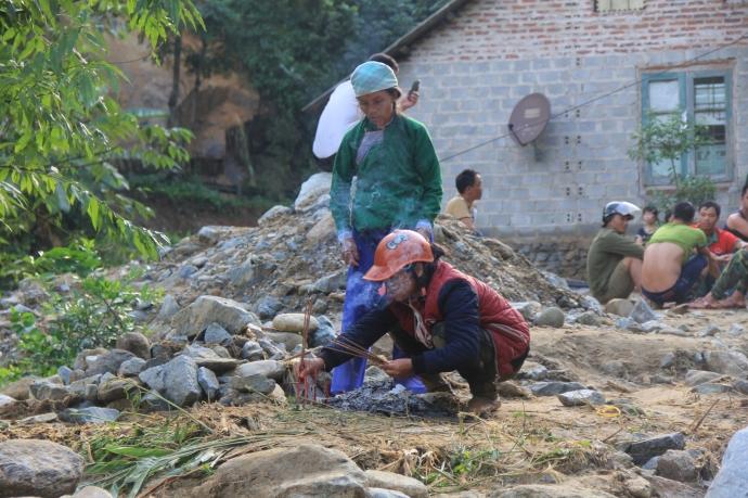 Đại tang của hai gia đình sau trận lũ lớn ở Lào Cai 3