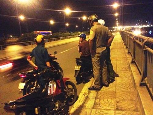 Đi ăn tiệc về, đôi nam nữ bị cướp giật túi xách trên xa lộ Hà Nội 1