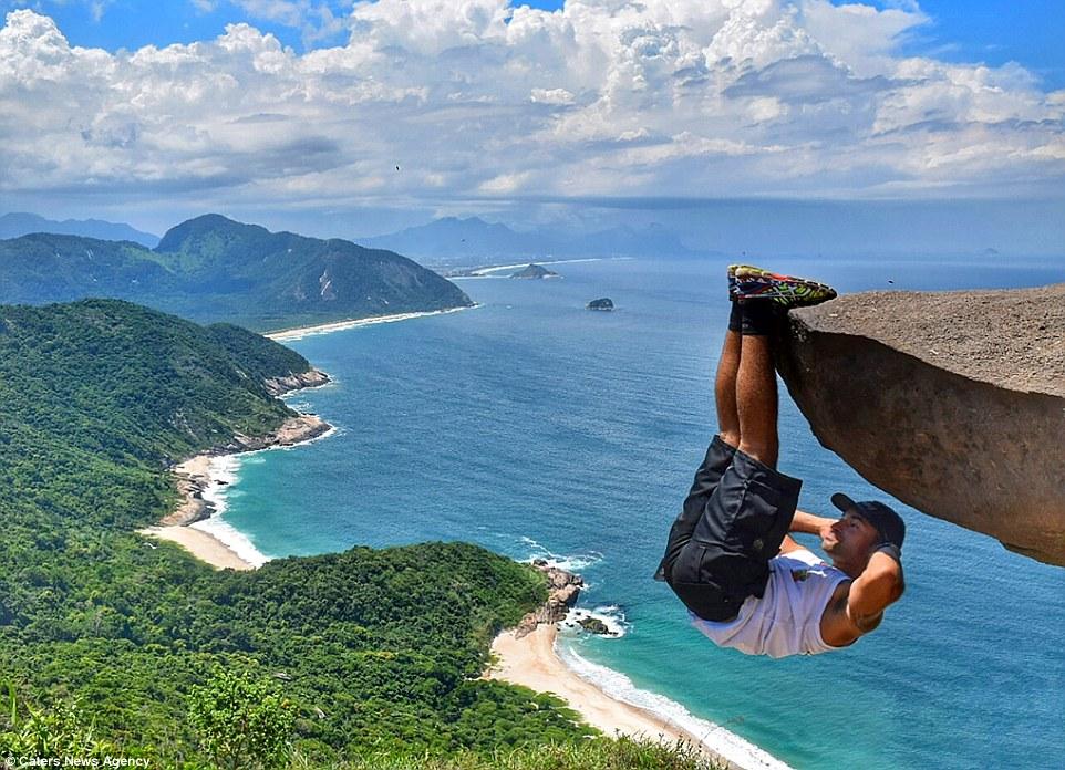 Nam thanh niên dùng chân treo ngược người trên vách đá 4