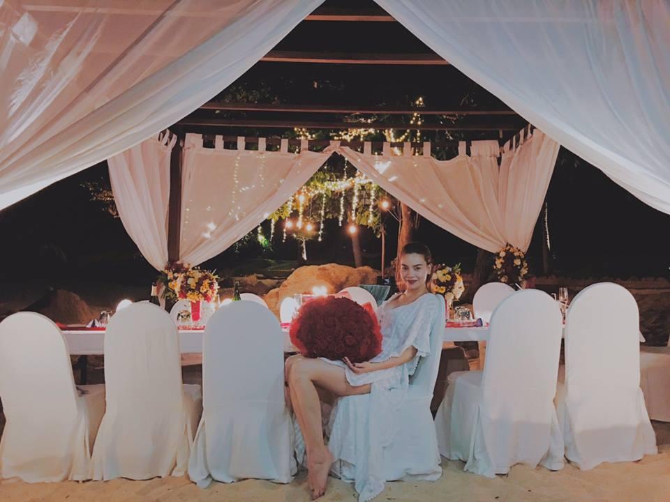 Hồ Ngọc Hà được bạn trai đại gia cầu hôn trong khung cảnh lãng mạn? 1