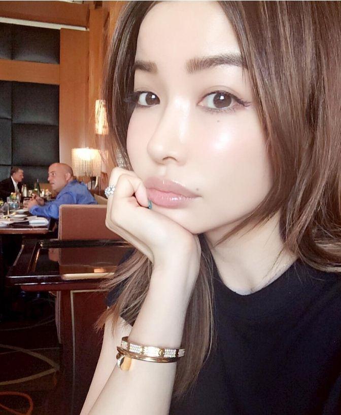 Cận cảnh nhan sắc người đẹp U50 trẻ trung như hot girl 20 tuổi 6