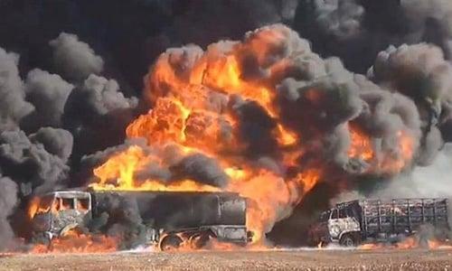 Không quân Mỹ dội bom, phá hủy 83 xe chở dầu IS 1