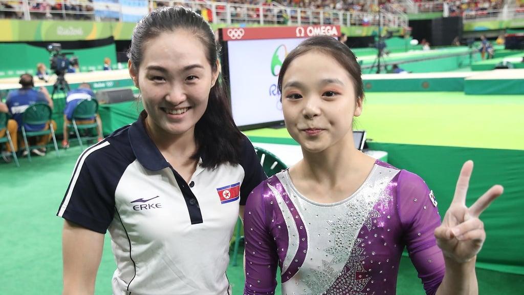 Vận động viên Triều Tiên và Hàn Quốc chụp ảnh cùng nhau tại Olympic 2016 1