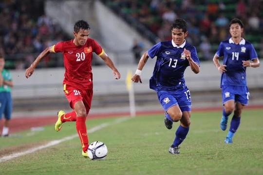 Hình ảnh U19 Việt Nam đụng độ với U19 Thái Lan tại giải Invitational Cup số 1