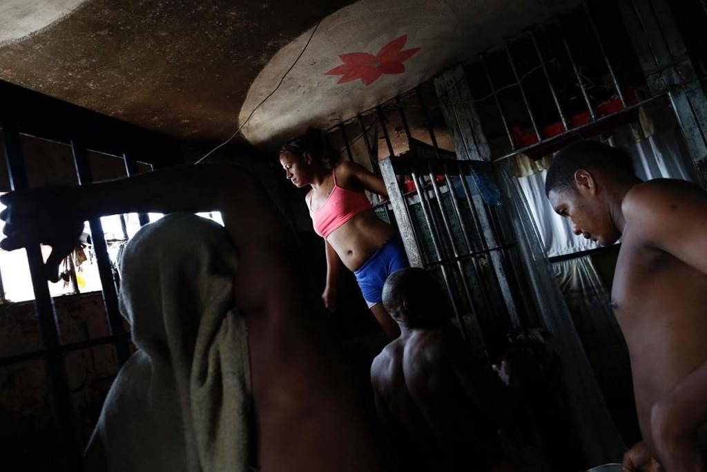 Cận cảnh nhà tù nam ở chung với nữ và lẫn cả người chuyển giới 2