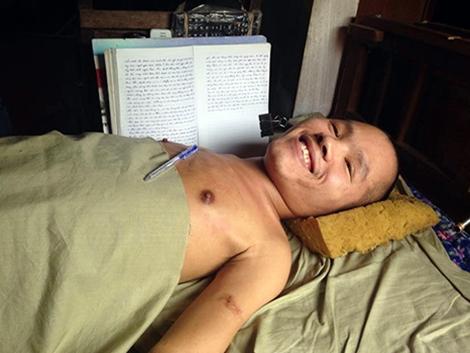 Chàng trai tật nguyền ở Hà Tĩnh xin được hiến đầu 1