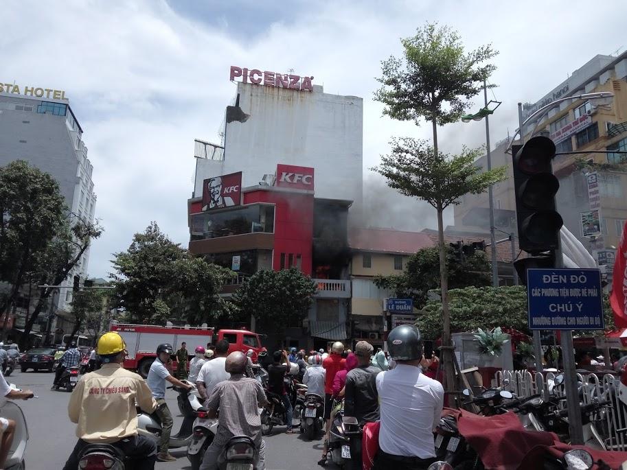 Hà Nội: Cháy lớn ở Lê Duẩn, nhiều người chạy tán loạn 4