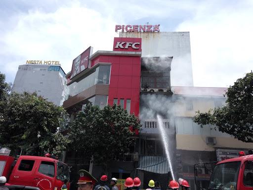 Hà Nội: Cháy lớn ở Lê Duẩn, nhiều người chạy tán loạn 1