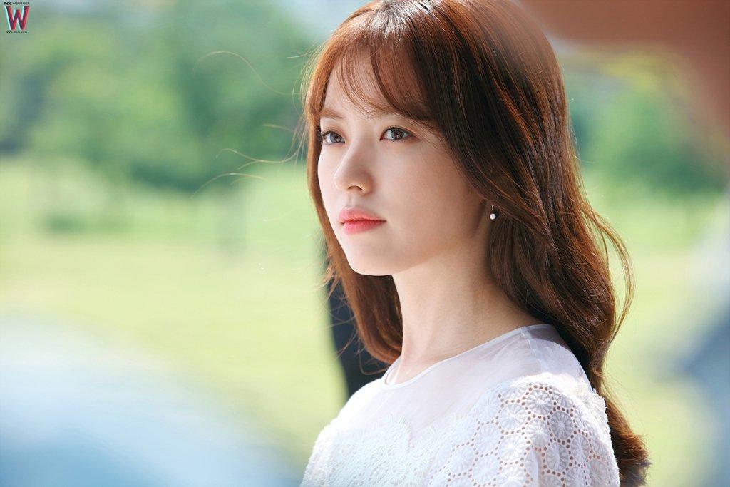 4 điều chưa biết về nàng bác sĩ xinh đẹp đang gây sốt màn ảnh Hàn 2