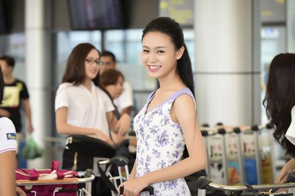 Top 18 phía Bắc HHVN đẹp hút ánh nhìn tại sân bay Tân Sơn Nhất 1