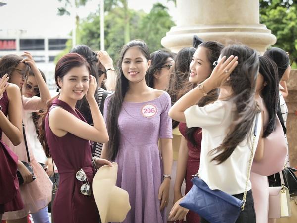 Top 18 phía Bắc HHVN đẹp hút ánh nhìn tại sân bay Tân Sơn Nhất 4