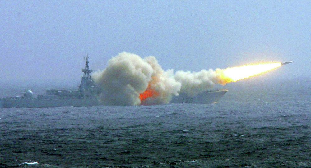 Trung Quốc lắp tên lửa cho tàu khu trục nguy hiểm nhất ở Biển Đông 1