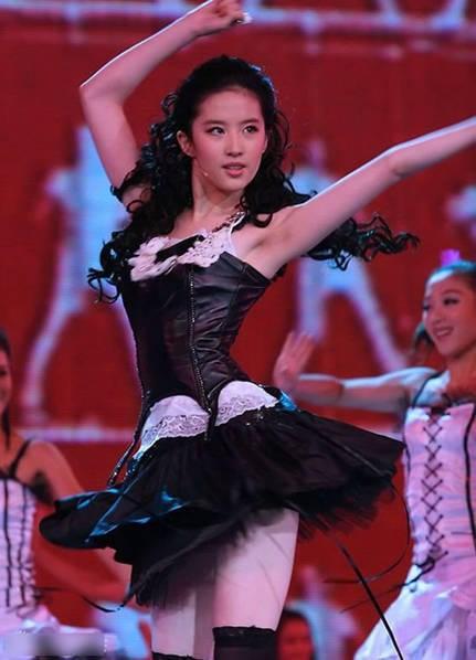 Hình ảnh gợi cảm năm 18 tuổi của Lưu Diệc Phi khiến fan ngỡ ngàng 4