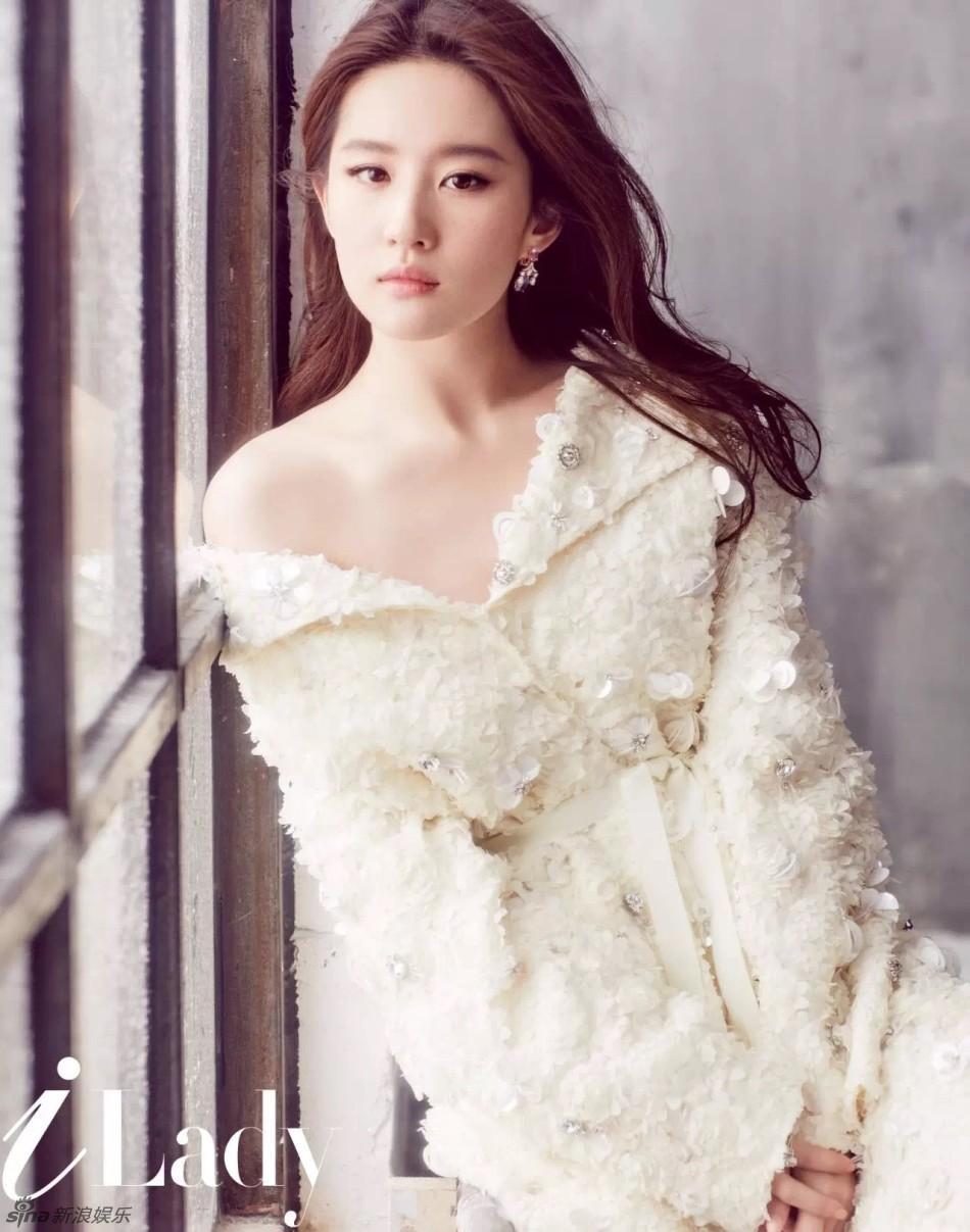 Hình ảnh gợi cảm năm 18 tuổi của Lưu Diệc Phi khiến fan ngỡ ngàng 6