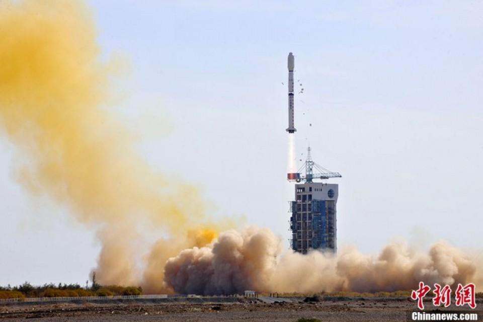 Trung Quốc ngang ngược phóng vệ tinh theo dõi Biển Đông 1
