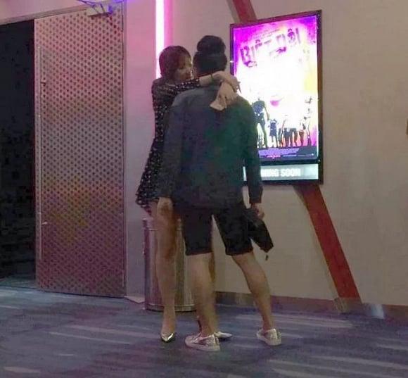 Khoảnh khắc tình cảm thái quá của Hari Won và Trấn Thành nơi công cộng 1