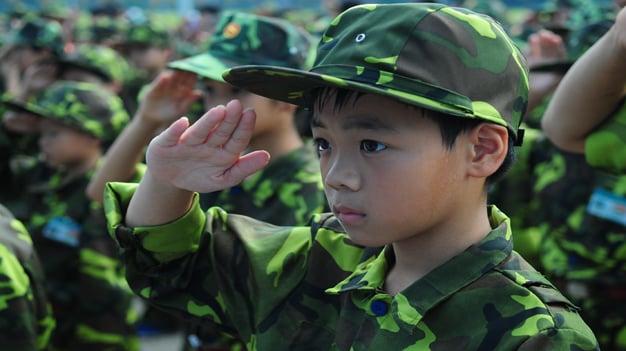 Cha mẹ có nên cho con tham gia học kỳ quân đội? 1