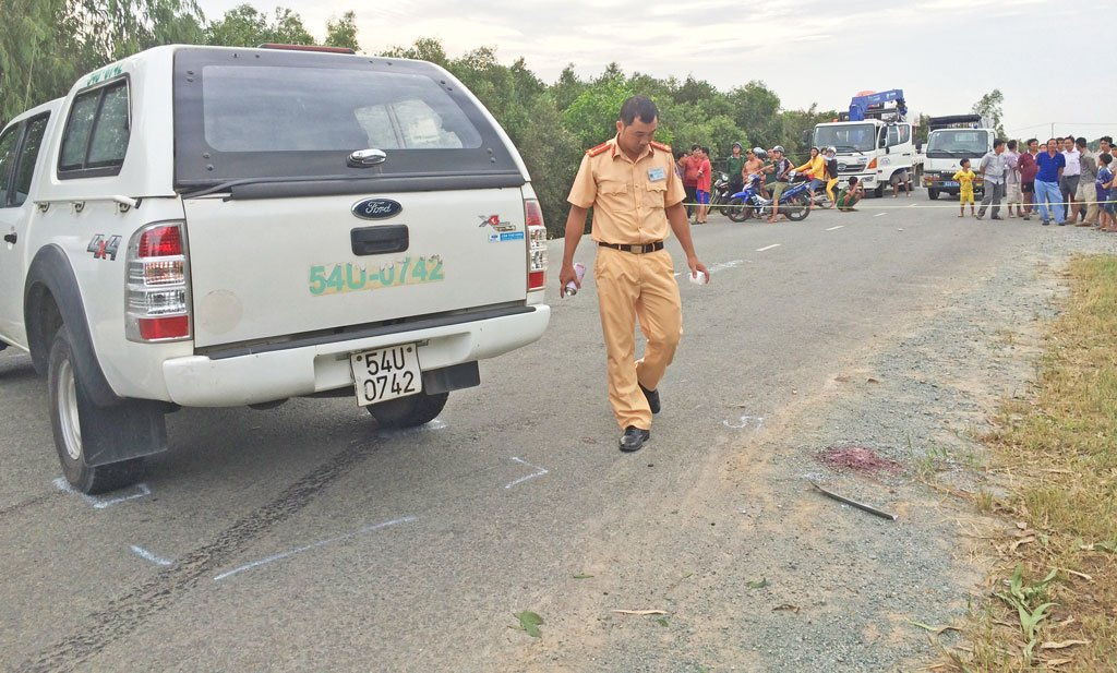 Long An: Bé 7 tuổi bị ô tô tông tử vong khi đi bộ sang đường 1