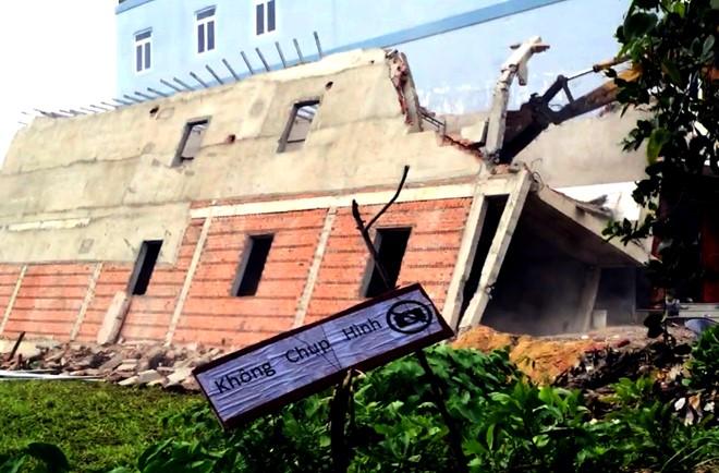 Nhà 2 tầng đang xây ở Sài Gòn bất ngờ đổ sập 1