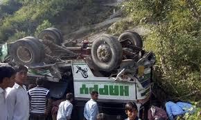 Pakistan: Xe buýt chở 50 người đi đám cưới lao thẳng xuống vực 2