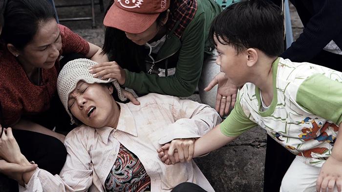 Rơi nước mắt với clip cảm động về mẹ của Việt Hương trong lễ Vu Lan 4