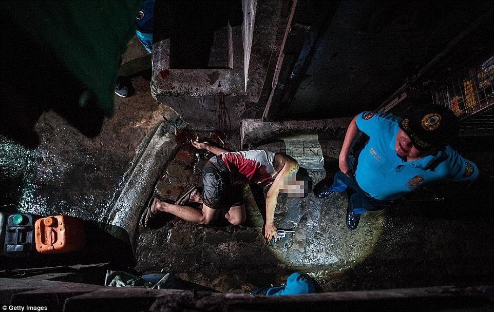 Những thi thể đẫm máu của tội phạm ma túy trên đường phố Philippines 1