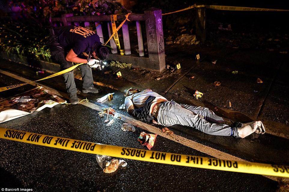 Những thi thể đẫm máu của tội phạm ma túy trên đường phố Philippines 2