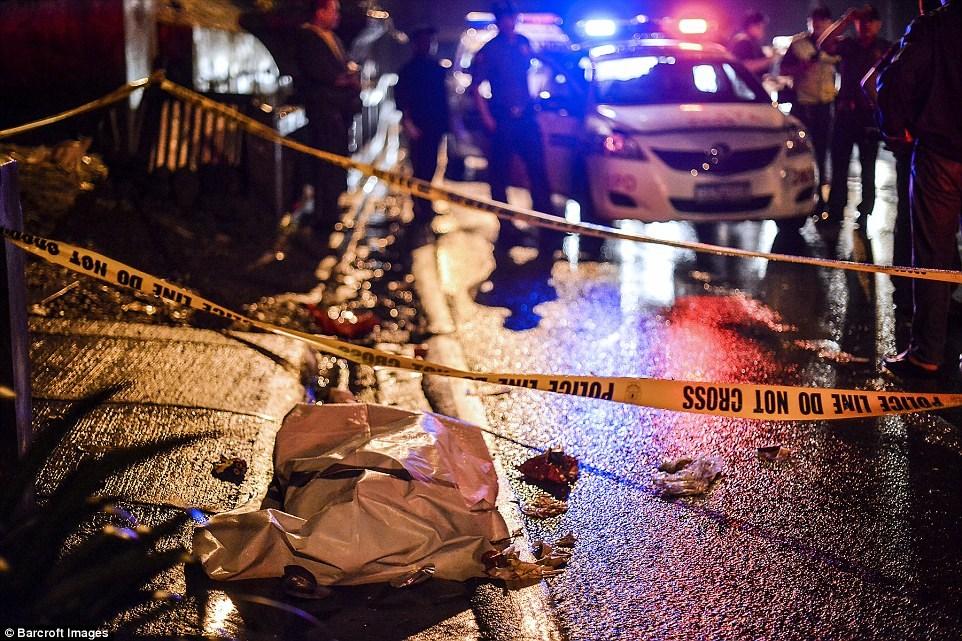 Những thi thể đẫm máu của tội phạm ma túy trên đường phố Philippines 6