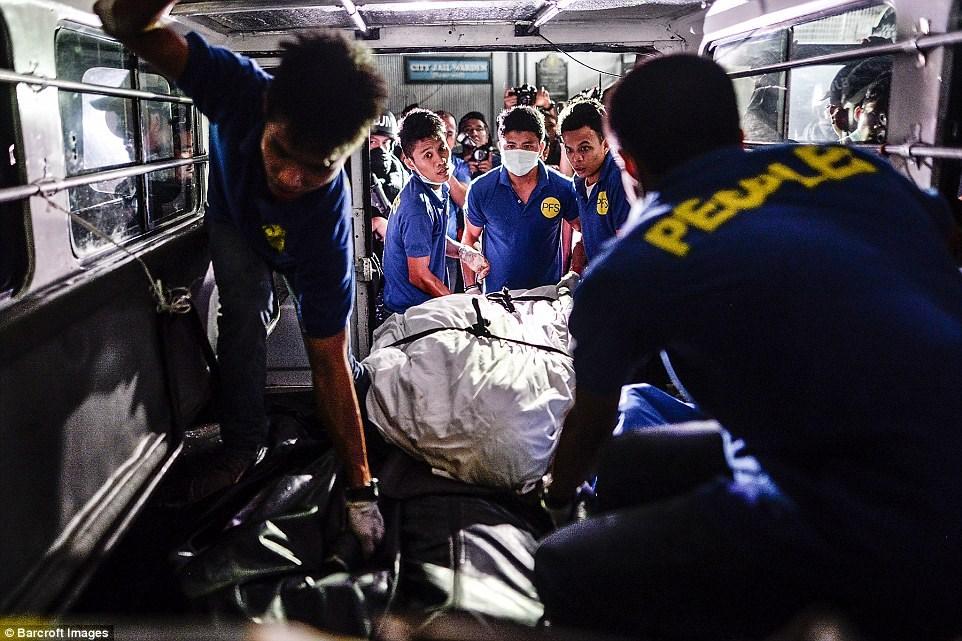 Những thi thể đẫm máu của tội phạm ma túy trên đường phố Philippines 9