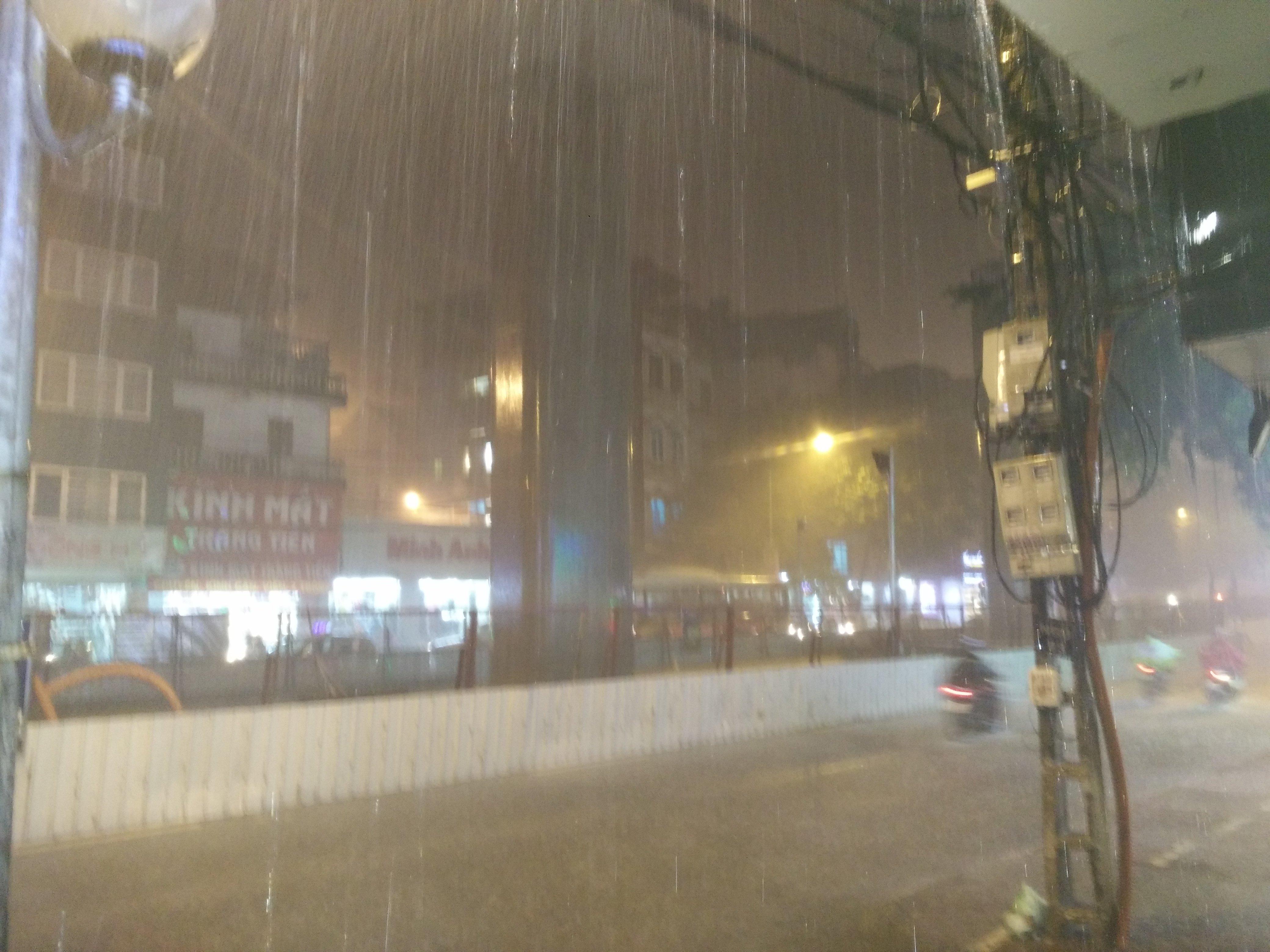 Bão Thần sét đã gây mưa dông, sấm chớp tại Hà Nội 3