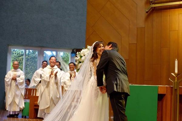 Giọng ca hải ngoại Mai Thiên Vân kết hôn với bạn trai lớn tuổi 4