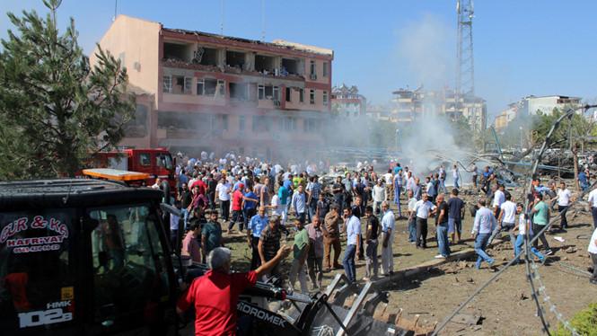 Đánh bom kép tại Thổ Nhĩ Kỳ, hơn 200 người thương vong 1