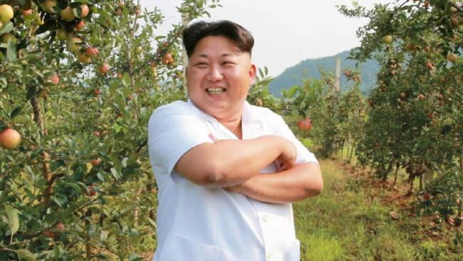 Kim Jong-Un thong thả đi thăm lợn, hái táo 2