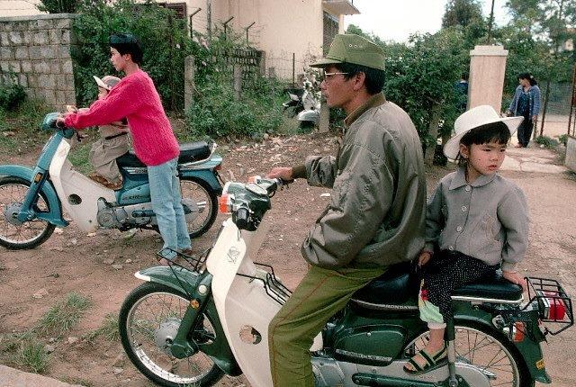 Nhìn lại hình ảnh chiến sĩ Công an nhân dân thập niên 80, 90 5