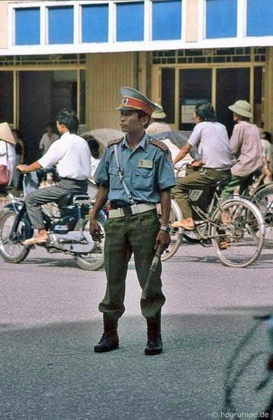 Nhìn lại hình ảnh chiến sĩ Công an nhân dân thập niên 80, 90 6