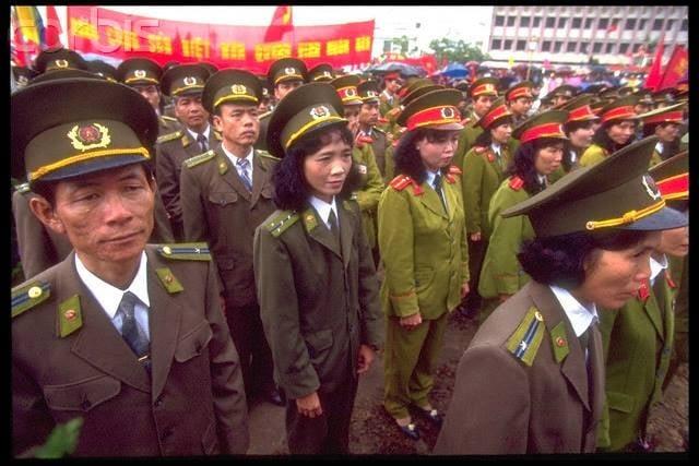 Nhìn lại hình ảnh chiến sĩ Công an nhân dân thập niên 80, 90 10