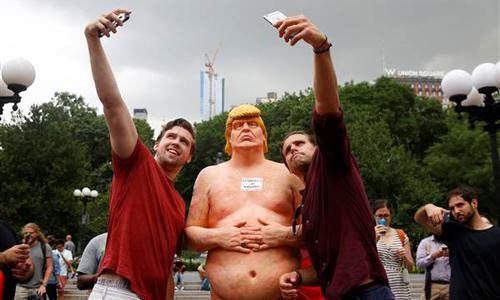 Tượng khỏa thân của Donald Trump gây sốt tại 5 thành phố Mỹ 1