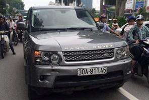 Gây tai nạn, tài xế Range Rover bỏ mặc mẹ con nạn nhân trên đường 1