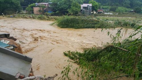 Tin lũ khẩn cấp trên sông Thao và sạt lở đất ở Bắc Bộ 1
