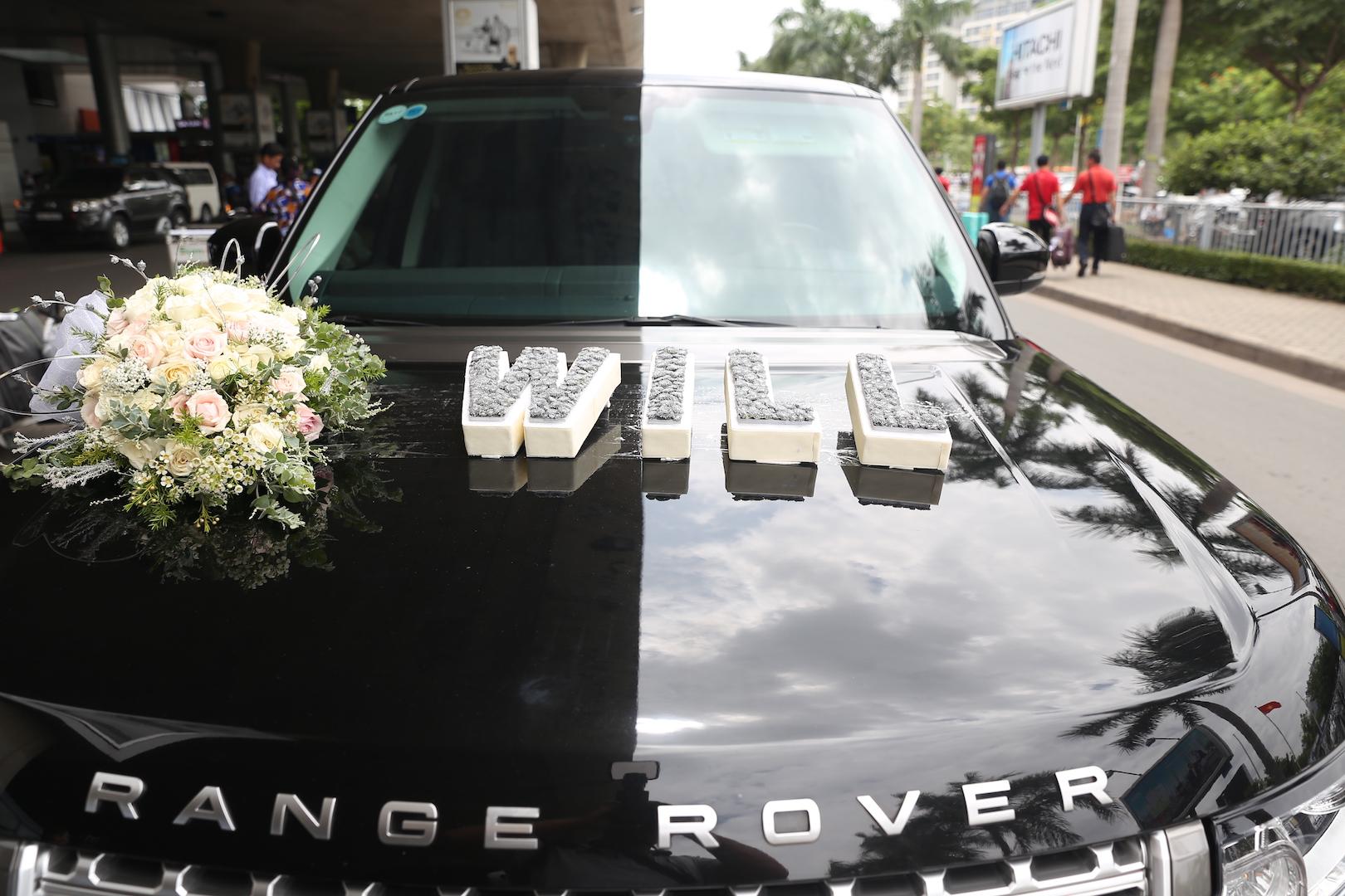 """Đại gia Minh """"Nhựa"""" lái dàn siêu xe Land Rover ra sân bay đón vợ 1"""