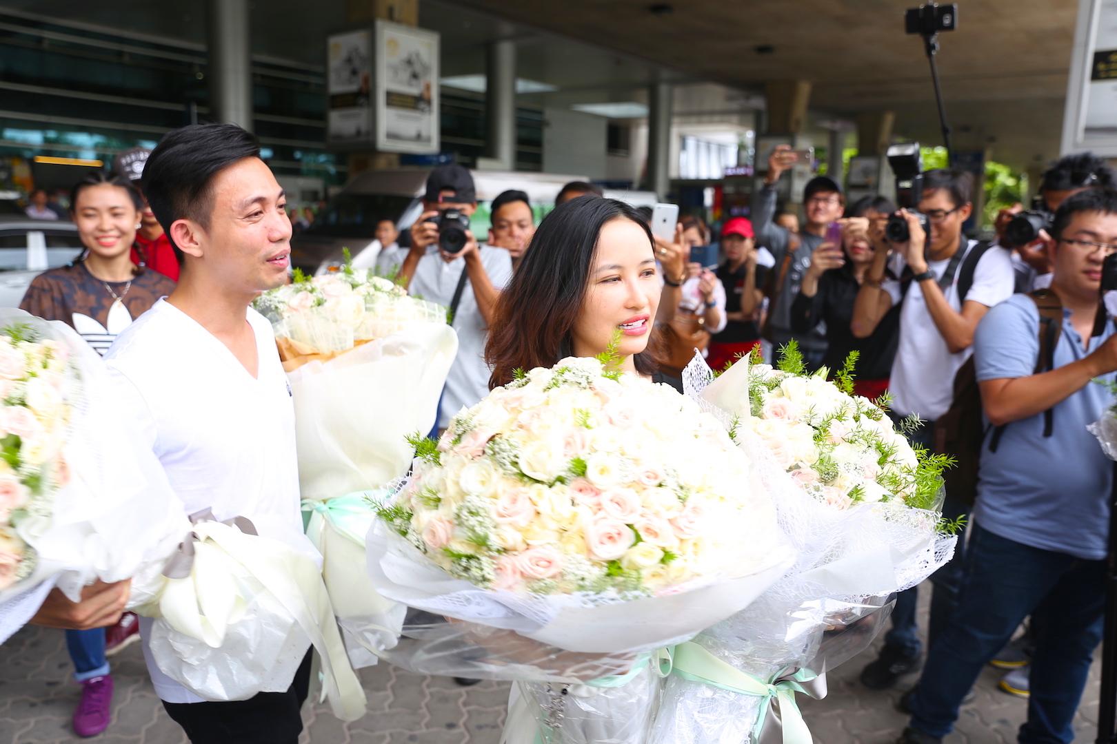 """Đại gia Minh """"Nhựa"""" lái dàn siêu xe Land Rover ra sân bay đón vợ 6"""