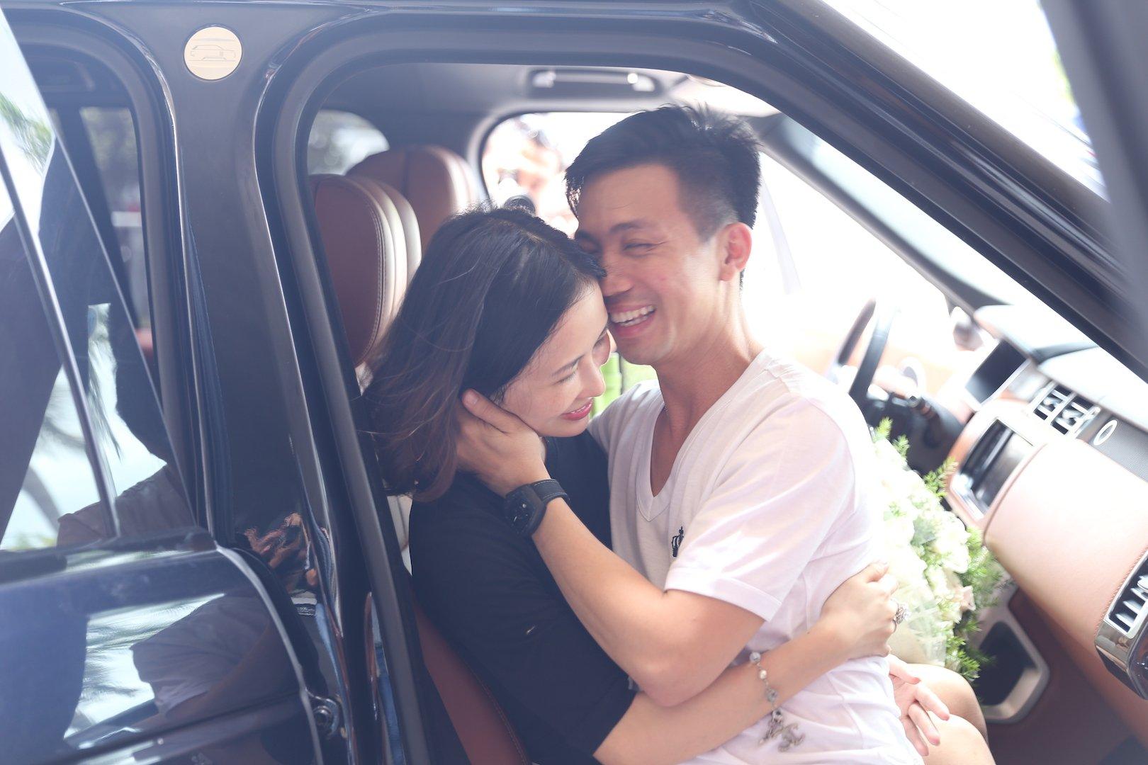 """Đại gia Minh """"Nhựa"""" lái dàn siêu xe Land Rover ra sân bay đón vợ 10"""